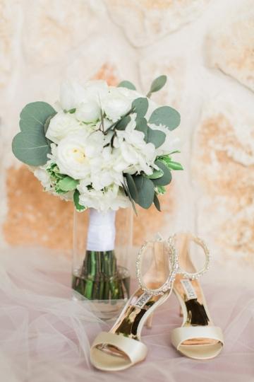white-and-blush-wedding-at-tuscany-hill-02
