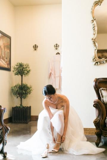white-and-blush-wedding-at-tuscany-hill-04