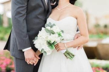 white-and-blush-wedding-at-tuscany-hill-09