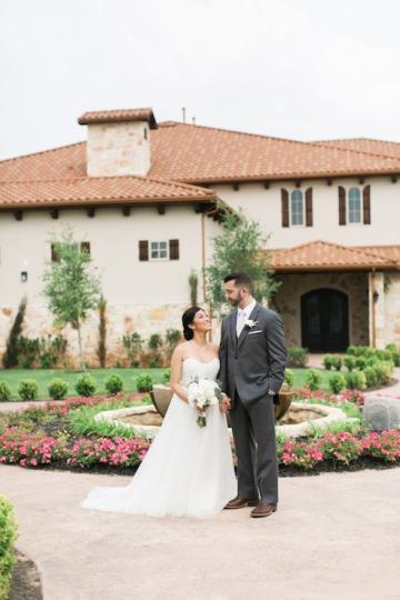 white-and-blush-wedding-at-tuscany-hill-10