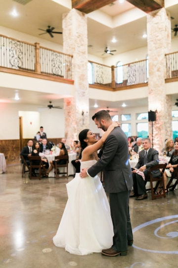 white-and-blush-wedding-at-tuscany-hill-26