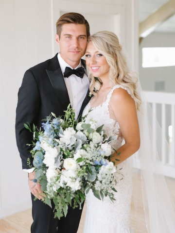 white-and-blue-wedding-at-the-grand-ivory-10