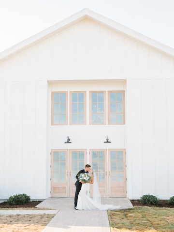 white-and-blue-wedding-at-the-grand-ivory-22