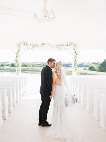 white-and-blue-wedding-at-the-grand-ivory-25