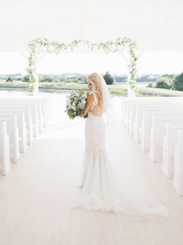 white-and-blue-wedding-at-the-grand-ivory-26