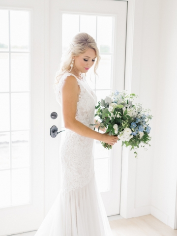 white-and-blue-wedding-at-the-grand-ivory-07