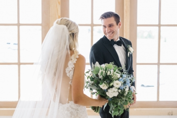 white-and-blue-wedding-at-the-grand-ivory-09