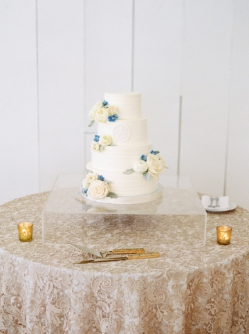 white-and-blue-wedding-at-the-grand-ivory-30