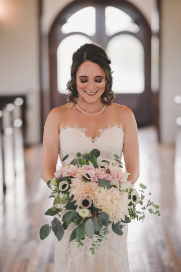 rustic_navy_and_ivory_wedding_at_rustic_grace_estates_in_north_texas_12