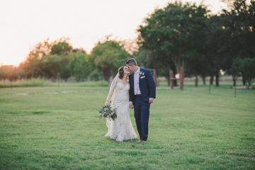 rustic_navy_and_ivory_wedding_at_rustic_grace_estates_in_north_texas_23
