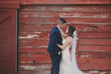 rustic_navy_and_ivory_wedding_at_rustic_grace_estates_in_north_texas_24