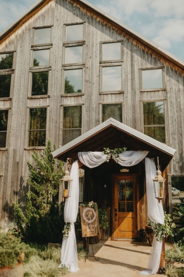 rustic_outdoor_ivory_wedding_at_avalon_legacy_ranch_in_mckinney_texas_04