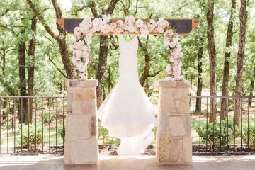 classic_ivory_outdoor_wedding_at_the_springs_denton_in_texas_02