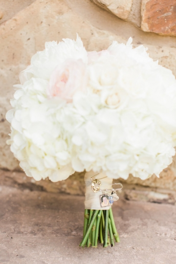 classic_ivory_outdoor_wedding_at_the_springs_denton_in_texas_05