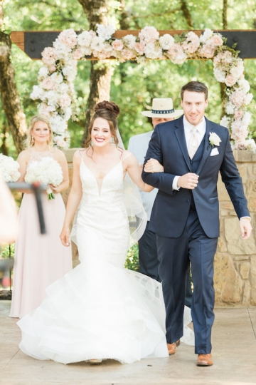 classic_ivory_outdoor_wedding_at_the_springs_denton_in_texas_11