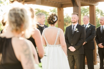 white-black-and-green-wedding-at-stone-crest-venue-08
