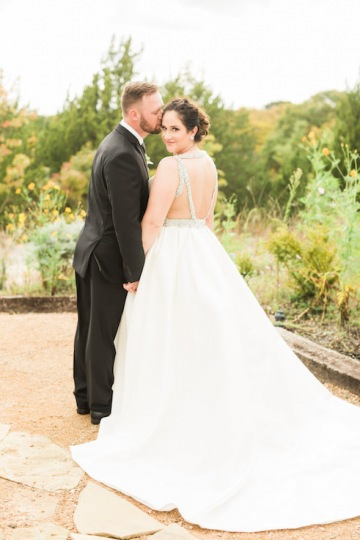 white-black-and-green-wedding-at-stone-crest-venue-13