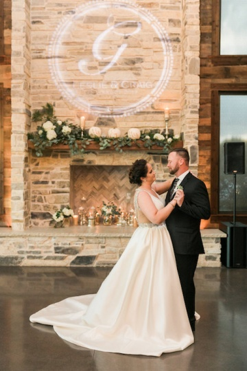 white-black-and-green-wedding-at-stone-crest-venue-23