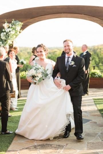 white-black-and-green-wedding-at-stone-crest-venue-11
