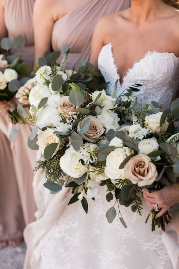sage_and_peach_garden_wedding_at_maire_gabrielle_in_dallas_texas_06
