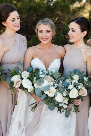 sage_and_peach_garden_wedding_at_maire_gabrielle_in_dallas_texas_07