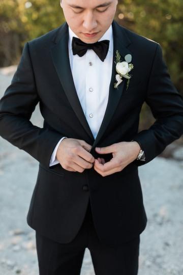 sage_and_peach_garden_wedding_at_maire_gabrielle_in_dallas_texas_13