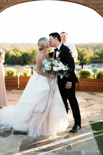 sage_and_peach_garden_wedding_at_maire_gabrielle_in_dallas_texas_28