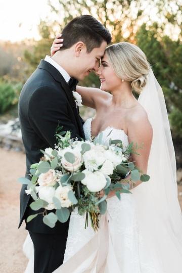 sage_and_peach_garden_wedding_at_maire_gabrielle_in_dallas_texas_31