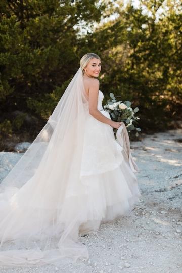 sage_and_peach_garden_wedding_at_maire_gabrielle_in_dallas_texas_10