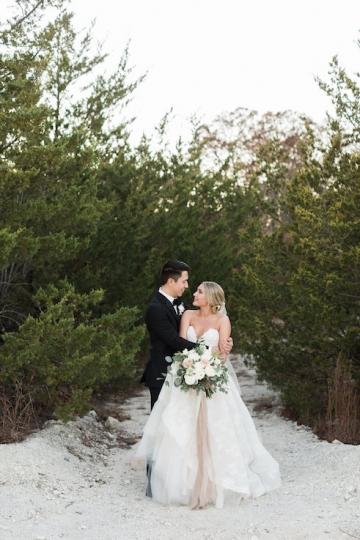 sage_and_peach_garden_wedding_at_maire_gabrielle_in_dallas_texas_34