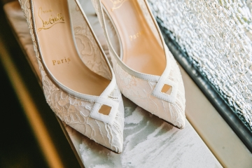 white-and-champagne-sparkle-wedding-at-piazza-in-the-village-01