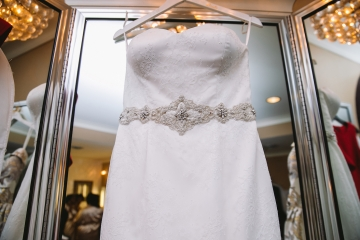 white-and-champagne-sparkle-wedding-at-piazza-in-the-village-02