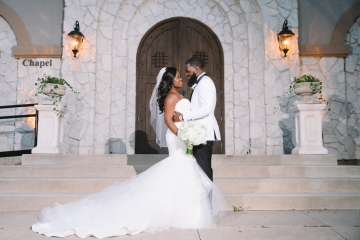 white-and-champagne-sparkle-wedding-at-piazza-in-the-village-14