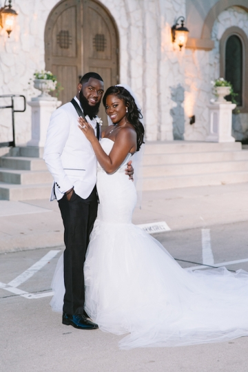white-and-champagne-sparkle-wedding-at-piazza-in-the-village-15