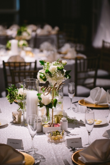 white-and-champagne-sparkle-wedding-at-piazza-in-the-village-16