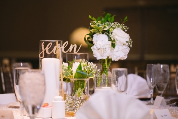 white-and-champagne-sparkle-wedding-at-piazza-in-the-village-17
