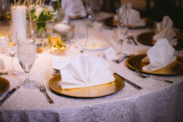 white-and-champagne-sparkle-wedding-at-piazza-in-the-village-18