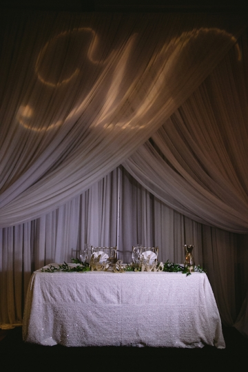 white-and-champagne-sparkle-wedding-at-piazza-in-the-village-21