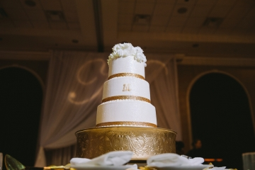 white-and-champagne-sparkle-wedding-at-piazza-in-the-village-24
