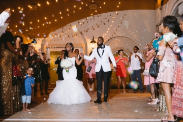 white-and-champagne-sparkle-wedding-at-piazza-in-the-village-27