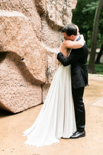 modern-maroon-mauve-wedding-at-samuel-lynne-galleries-and-howell-and-dragon-in-dallas-texas-07