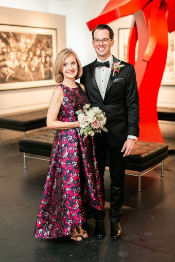 modern-maroon-mauve-wedding-at-samuel-lynne-galleries-and-howell-and-dragon-in-dallas-texas-09
