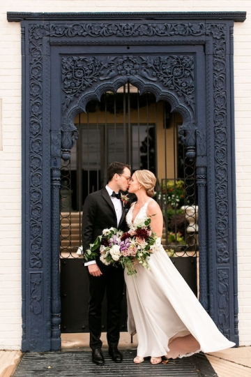 modern-maroon-mauve-wedding-at-samuel-lynne-galleries-and-howell-and-dragon-in-dallas-texas-11