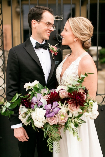 modern-maroon-mauve-wedding-at-samuel-lynne-galleries-and-howell-and-dragon-in-dallas-texas-12