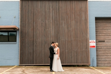 modern-maroon-mauve-wedding-at-samuel-lynne-galleries-and-howell-and-dragon-in-dallas-texas-13