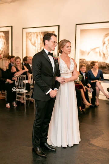 modern-maroon-mauve-wedding-at-samuel-lynne-galleries-and-howell-and-dragon-in-dallas-texas-28