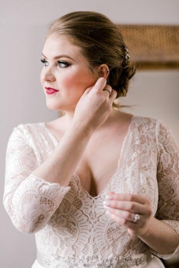 winter-burgundy-white-wedding-at-stone-crest-venue-in-mckinney-texas-15