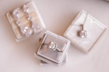 winter-burgundy-white-wedding-at-stone-crest-venue-in-mckinney-texas-4