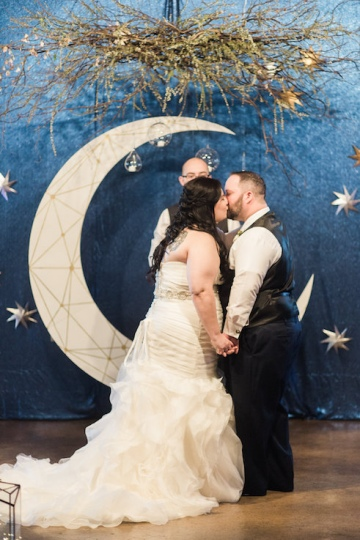 blue-and-gold-over-the-moon-wedding-at-hickory-street-annex-16