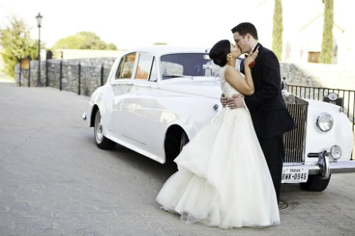 katie cassidy photography,vintage car,bride and groom